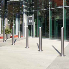 Fixed design stainless steel posts at the hotel entrance